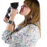 Беременная женщина с домашним животным